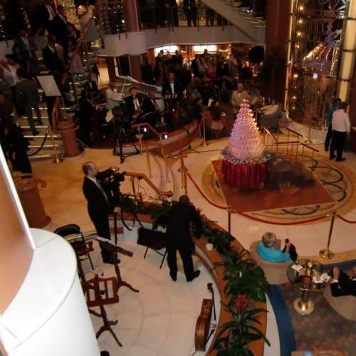 船内イベント シャンパンタワー | 客船サファイア・プリンセスのアクティビティ、船内施設