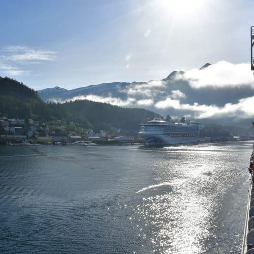 すでにスタープリンセス号108,977総トンが停泊していたケチカンに到着。 | 客船スター・プリンセスの外観