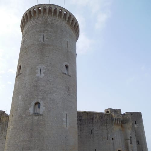 マヨルカのベルベル城。ここまで登ってくるのがきつかった。。。でも眺めは最高! | パルマ・デ・マヨルカ(マヨルカ島)