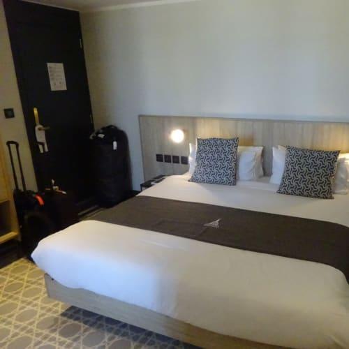 ホテルはバレッタ市内中心にあるLa Facloneriaを押さえました。 こちらの部屋は、Deluxe double room with patio+Breakfastです。1泊 EUR270です。もっとPatioの広い部屋がありますが、一つ下の階ですので、眺めはこの最上階の6階がベストだと思います。