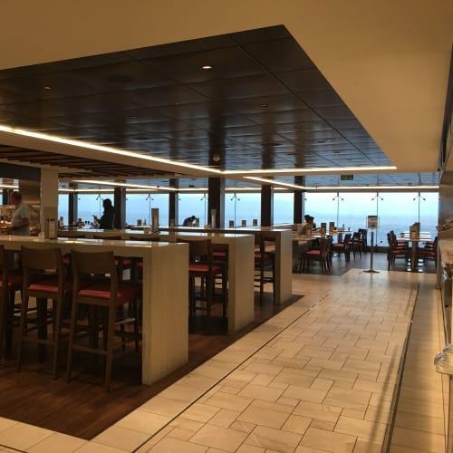 ビュッフェの入り口付近です。   客船MSCベリッシマのブッフェ