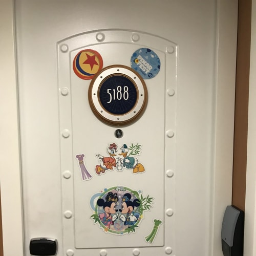 ドアを七夕で飾りました | 客船ディズニー・ファンタジーの客室