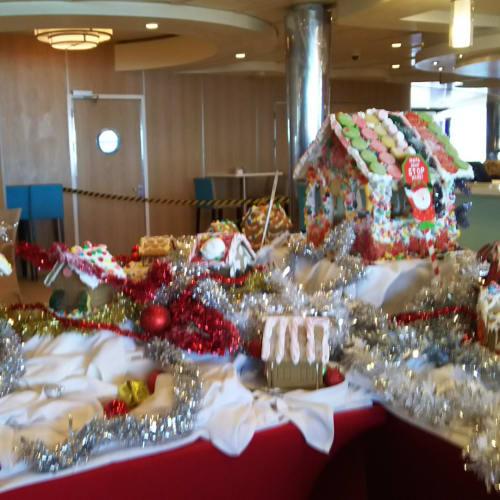 クリスマスの飾り付けがありました | 客船エクスプローラー・オブ・ザ・シーズの船内施設