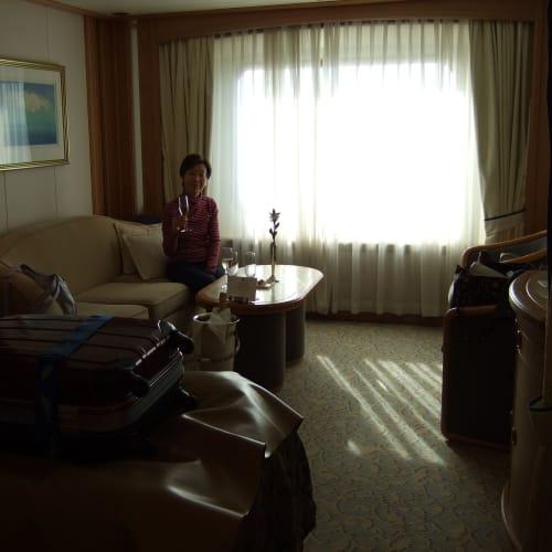 Day1#ウェルカムシャンパン | 客船シーボーン・レジェンドの客室、乗客、フード&ドリンク