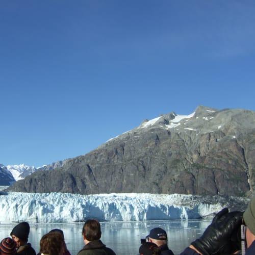 氷河の崩落を待つ グレーシャーベイ   | グレイシャーベイ(アラスカ州)