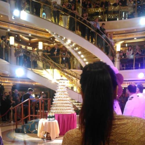 短いクルーズだが、船内イベントもちゃんと楽しむ。 | 客船ルビー・プリンセスの乗客、アクティビティ、船内施設