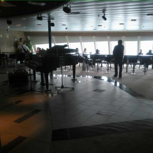 Piano Bar | 客船ノヴァスターの船内施設