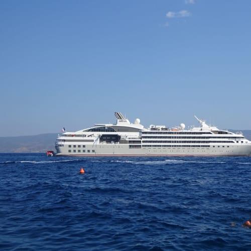 イドラ島での客船ル・リリアル