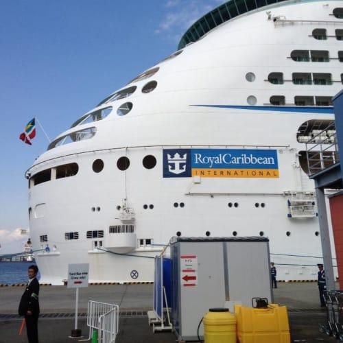 大井水産埠頭、これから乗船! | 客船ボイジャー・オブ・ザ・シーズの外観