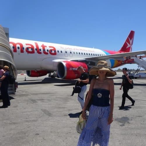 マルタ航空ですが、LCCの様です。CDGの空港のカウンターは端の端です。ビジネスもエコも同じ列で空港では長打の列でした。