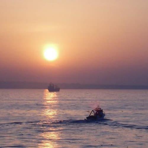 日本からついて間もない時期は時差の具合で早寝早起きになり、早起きして日の出を見るのが楽しみです。