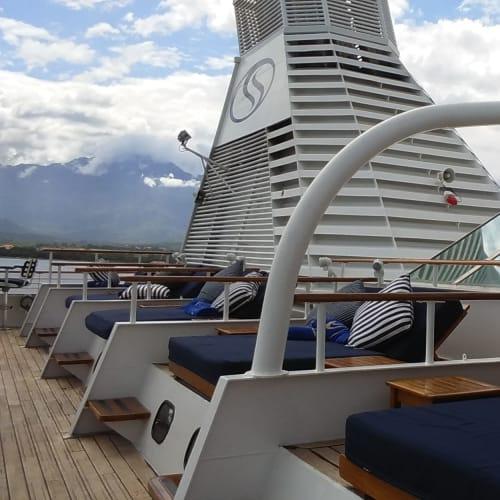 客船シードリーム1の外観、船内施設