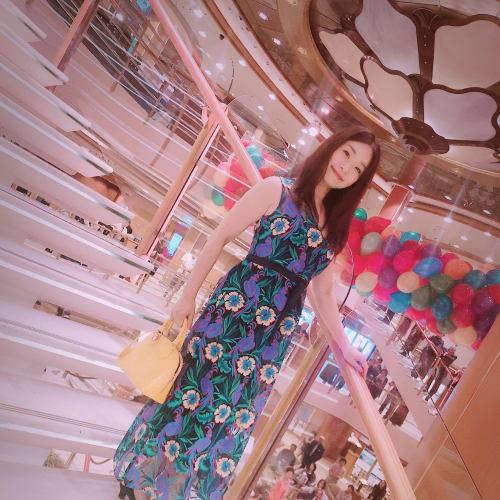 フォーマルナイト2回目は刺繍が綺麗なドレスにしました! | 客船ダイヤモンド・プリンセスの乗客、船内施設