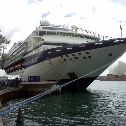 今回の船。いつもに比べるとちょっと小ぶり。 | 客船セレブリティ・センチュリーの外観
