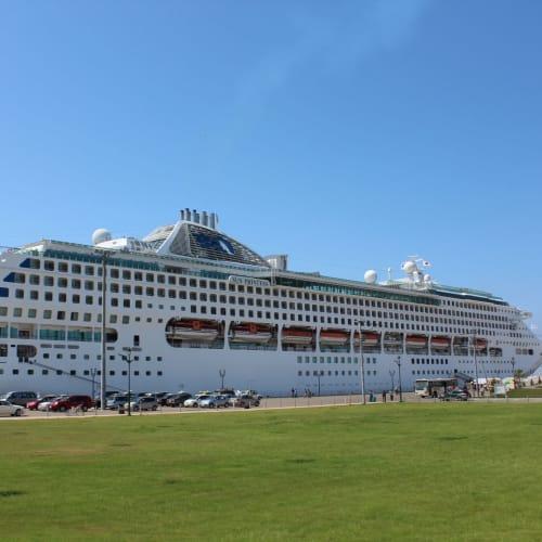 釧路港で憩うサン・プリンセス | 釧路での客船サン・プリンセス
