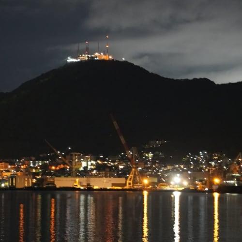 船のデッキから函館山の夜景を楽しみました。 | 函館