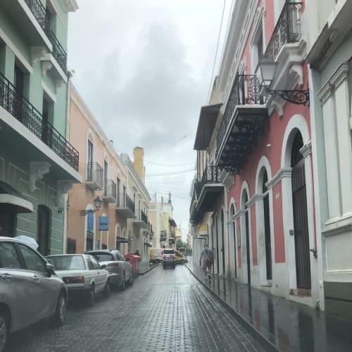 プエルトリコにて。サンファンの石畳の道。 | サンフアン(プエルトリコ島)