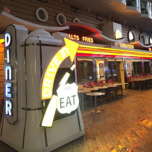 ハンバーガー屋さん。利用するには別途料金がかかります。 | 客船ハーモニー・オブ・ザ・シーズのダイニング、船内施設