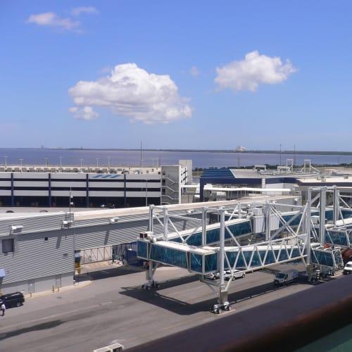 ポートカナベラルのクルーズターミナル | ポート・カナヴェラル(フロリダ州)