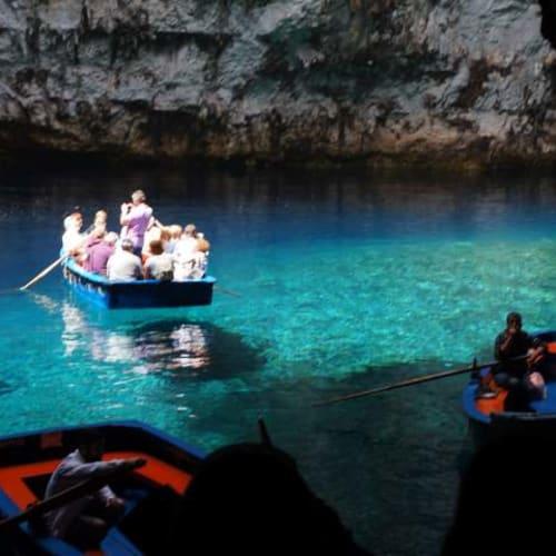 メリッサニ洞窟です。 | アルゴストリ(ケファロニア島)