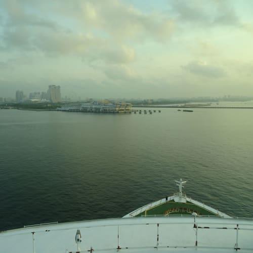 部屋からのview(シンガポール入港直前) | シンガポールでの客船ボイジャー・オブ・ザ・シーズ
