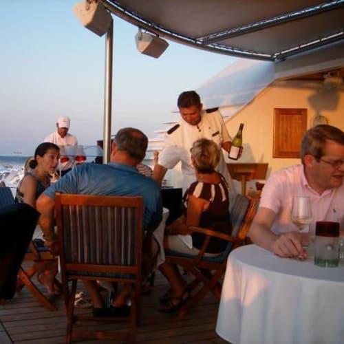 スカイグリル | 客船シーボーン・スピリットのダイニング、船内施設