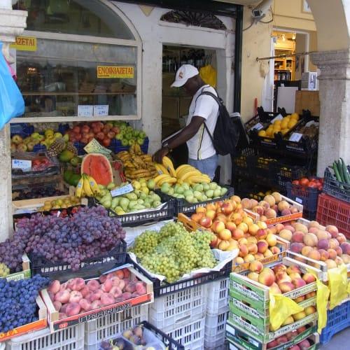 果物が豊富 ジェラートを食べながらブラブラと。 | ケルキラ島(コルフ島)