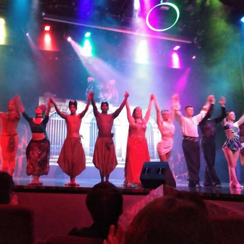 シアターでのショーです。毎晩、無料で観られます!最終日は、出口で出演者と握手をして貰えました。 | 客船MSCスプレンディダのアクティビティ、船内施設