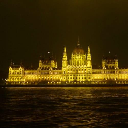 ブダペストの国会議事堂。 | ブダペスト
