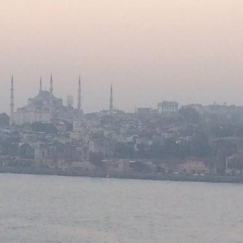 イスタンブール入港前。港から見たブルーモスク | イスタンブール