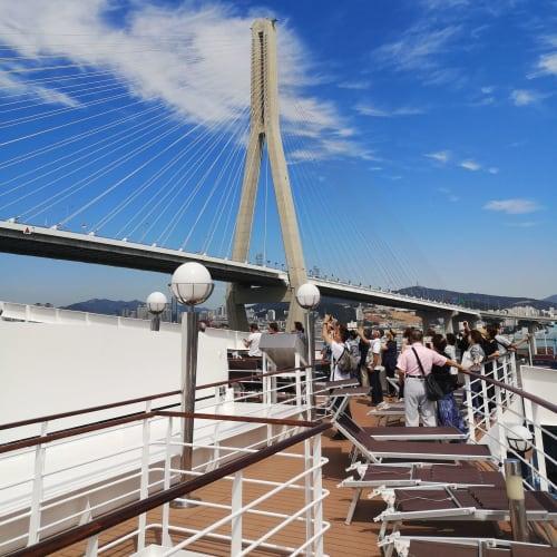釜山、ブリッジ越え   釜山での客船MSCスプレンディダ