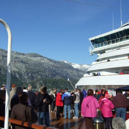 グレイシャーベイ(アラスカ州)での客船ザイデルダム