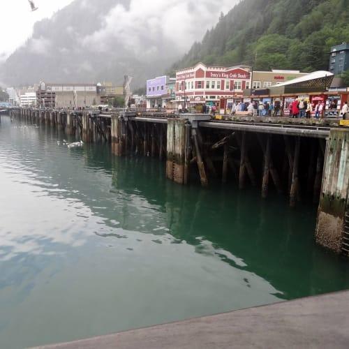 トラムウェイ乗り場は、下船すると目の前です。 | ジュノー(アラスカ州)での客船フォーレンダム