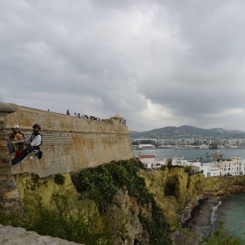 城壁からの地中海の眺めは最高です。 | イビサ(イビサ島)
