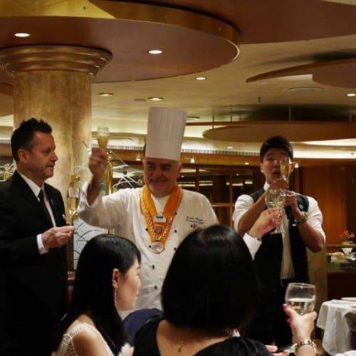 料理長と支配人   客船ダイヤモンド・プリンセスのダイニング、クルー、フード&ドリンク