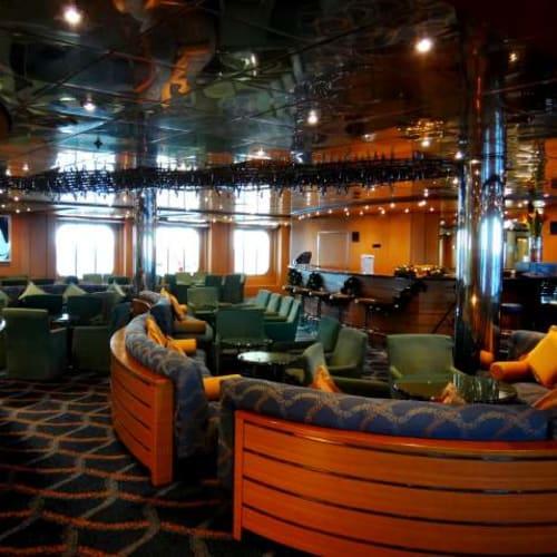 静かなラウンジもいいものです。 | 客船コスタ・ネオリヴィエラの船内施設