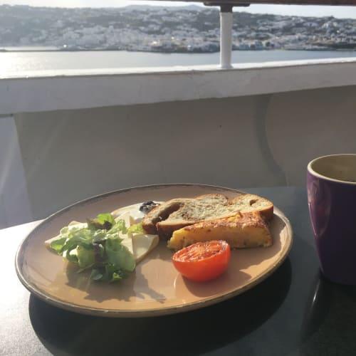 この日の朝食は、フレンチトーストと、スパニッシュオムレツ。   客船プルマントゥール・ホライズンのブッフェ、フード&ドリンク
