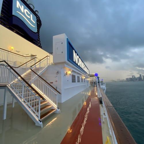 客船ノルウェージャン・ジェイドの外観、船内施設