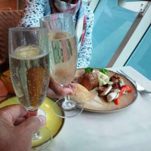 飲物代込みの船なので、カバ(スペインのスパークリングワイン)もOK。 | 客船プルマントゥール・モナークのブッフェ、フード&ドリンク