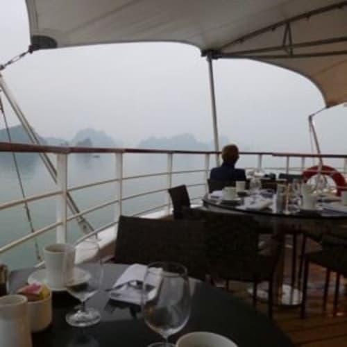 ハロン湾の景色を眺めながら朝食 | 客船スター・プライドのダイニング、フード&ドリンク、船内施設