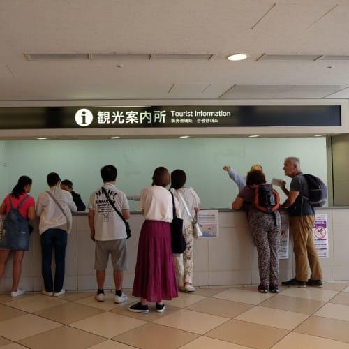 神戸ターミナルの観光案内所。  中突堤クルーズターミナルに着きました。 | 神戸