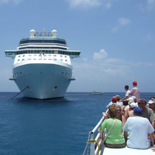 ジョージタウン (ケイマン諸島) | ジョージタウン(ケイマン諸島)での客船セレブリティ・ソルスティス