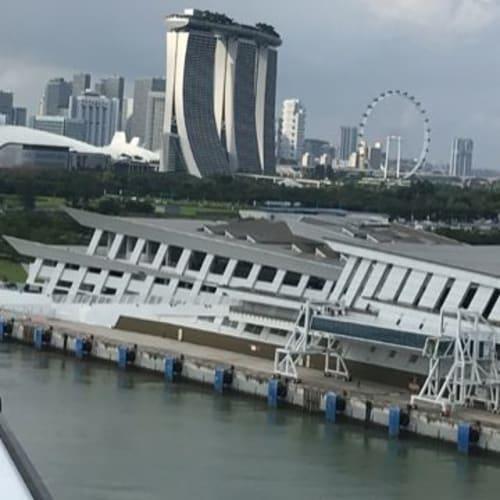 出港時、船から見えたマリーナベイサンズ | シンガポール