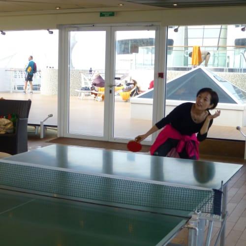 卓球もできますよ。   客船MSCファンタジアの乗客、船内施設