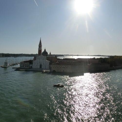 クルーズの最後には、ゆっくりとヴェネツィアの景色を名残惜しく楽しむ この航路が最高なのの一つは、やはりヴェネチア出航と入港のシーンでしょう | ヴェネツィア
