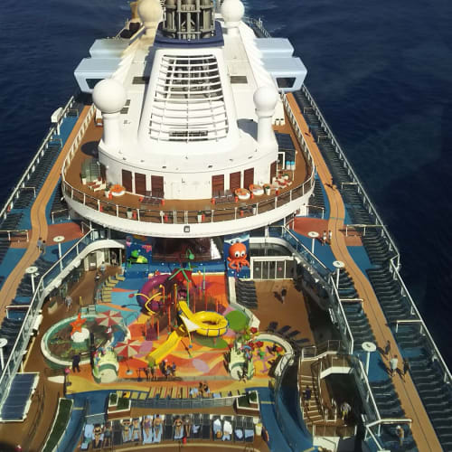 NorthStarから見下ろしたOvation of The Seas。大きかった!