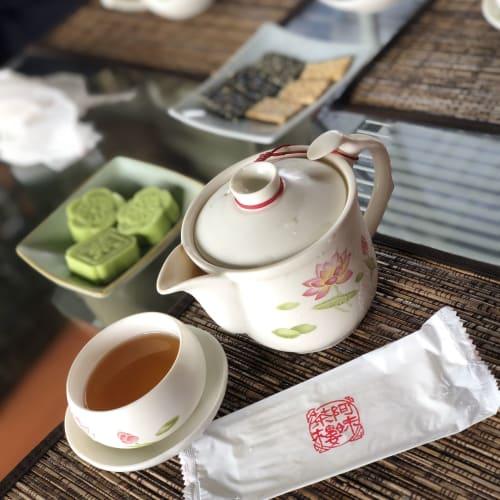 お茶菓子が付いてるお茶飲み放題🍵 めちゃくちゃ蒸し暑かったので冷たいお茶にしました😊   基隆 / 台北