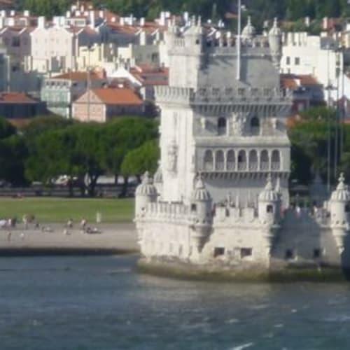 ベレンの塔も見えます。 陸から出かけたことはあったし、皮から見るのは二度目だったけど、リスボンの出航や入稿はこれらの景色を楽しめるので好きです。 | リスボン