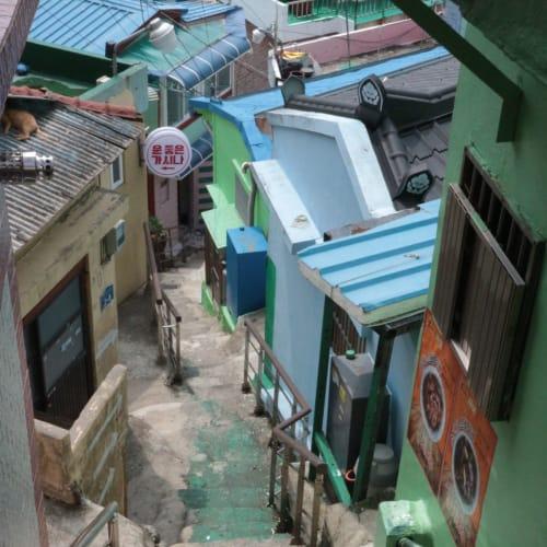 観光地ですが、実際に住んでる方が多いので、プライバシーは重視で。 尾道に似てます。   釜山