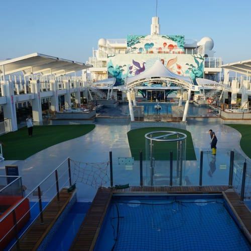 客船ワールド・ドリームの外観、船内施設